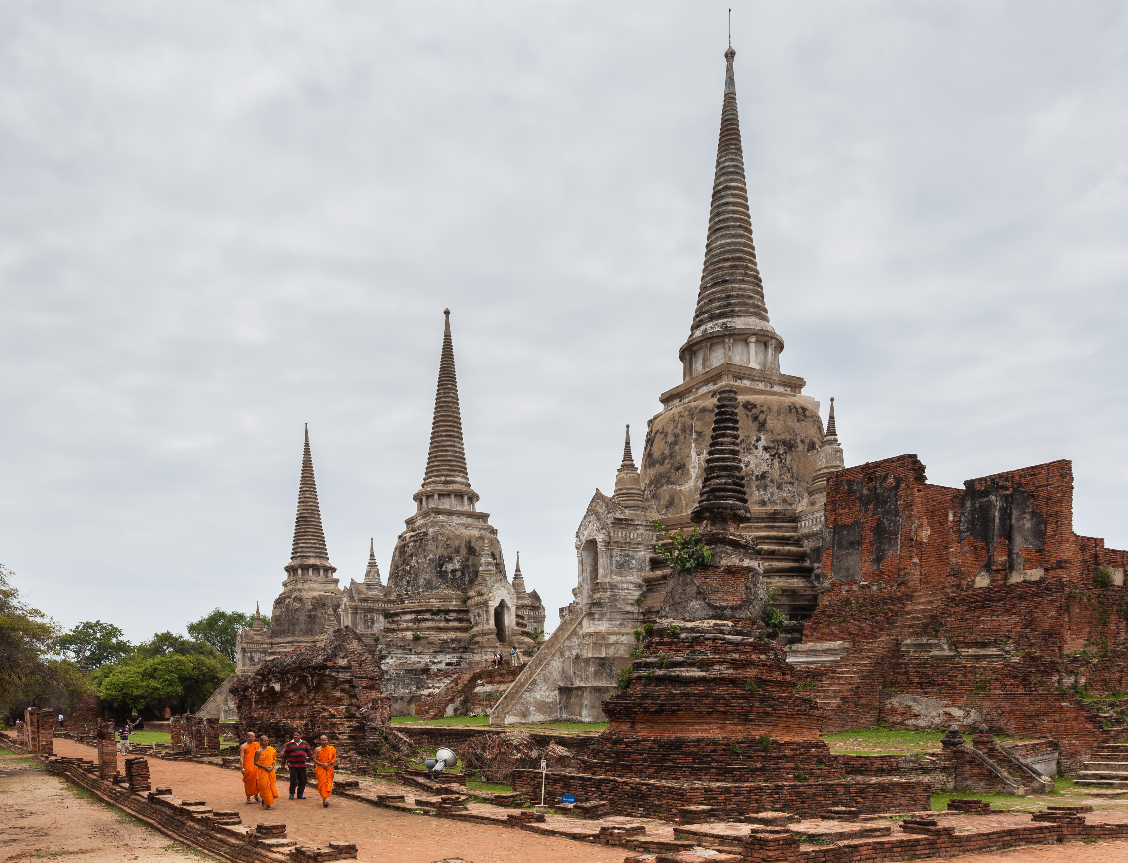 Templo_Phra_Si_Sanphet,_Ayutthaya,_Tailandia,_2013-08-23,_DD_16.jpg